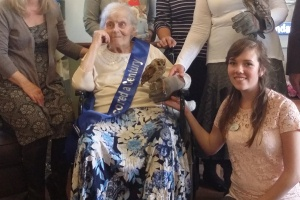 Histon Resident Elsie Williams celebrates 100th birthday with family and (feathered) friends